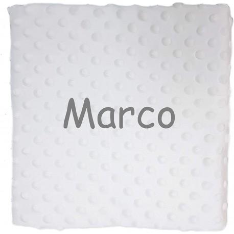 Manta topitos blanca con nombre bordado